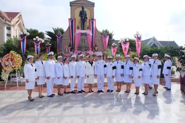 คณะผู้บริหารและครูโรงเรียนเพชรพิทยาคม ร่วมพิธีถวายพวงมาลา เนื่องในวันปิยะมหาราช