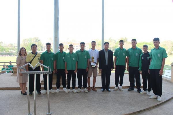 โรงเรียนเพชรพิทยาคมได้รับรางวัลรองชนะลำดับ2 ฟุตบอลชายรุ่นอายุ 16ปี รายการไพร์มมินิสเตอร์
