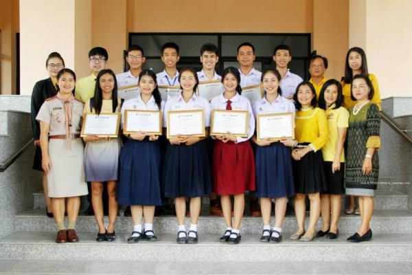 รับเกียรติบัตรรางวัลรองชนะเลิศอันดับ 1 การประกวดหนุ่มสาวสมัยใหม่ก้าวไกลสู่อาเซียน และเป็นตัวแทนเยาวชนจังหวัดเพชรบูรณ์ ศึกษาดูงานกลุ่มประเทศอาเซียน