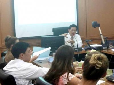 ประชุมการจัดการเรียนการสอนหลักสูตรภาษาอังกฤษ